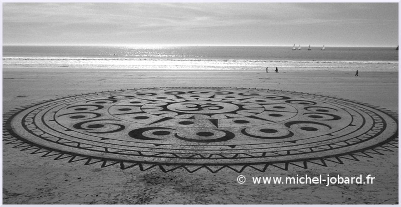 Fresque Beach art Ohm, noir et blanc