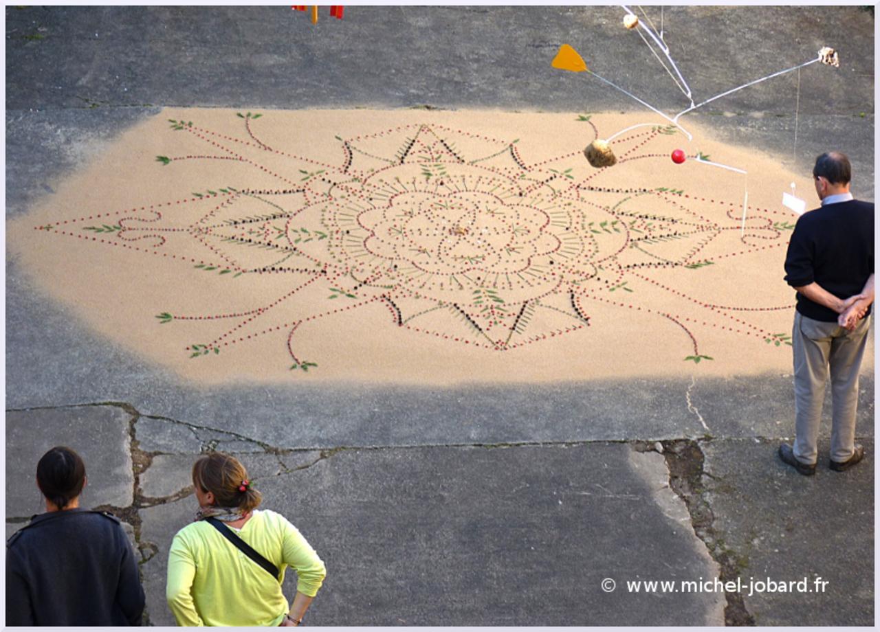 land-art-mandala-des-eglantiers-06.jpg