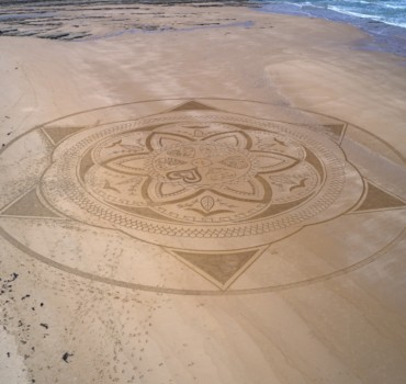 Mandala beach art participatif , Michel Jobard