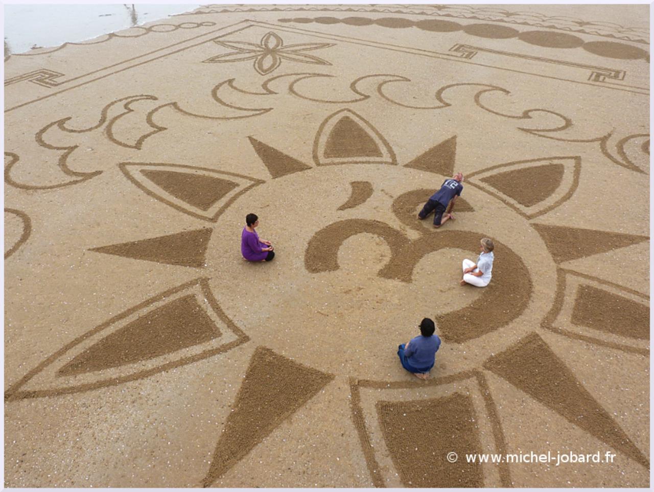 beach-art-akasha-11