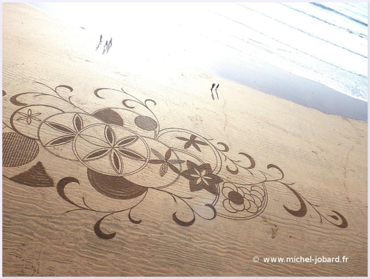 beach-art- zen -garden- 01